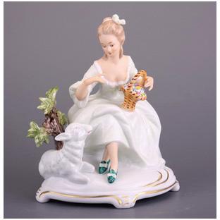 Статуэтка «Мадам рококо с ягненком»