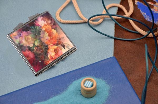 Карманное зеркальце с принтом Красивые цветы