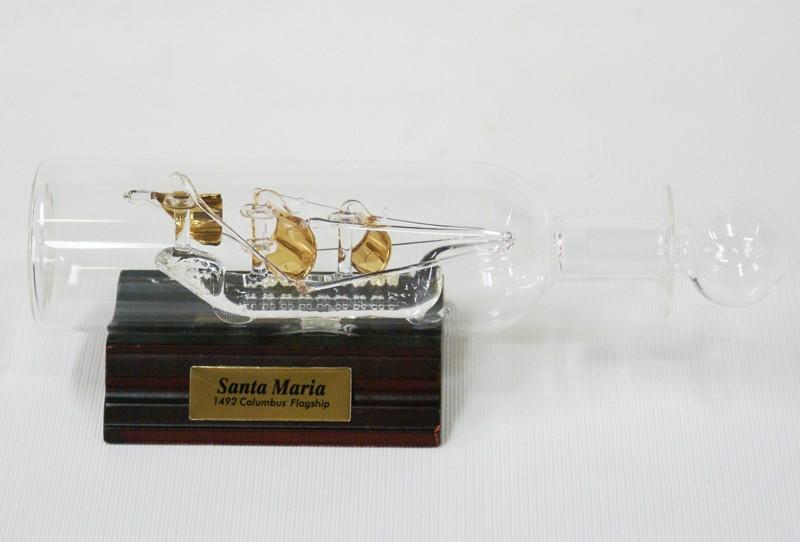 Корабль в стеклянной бутылке Santa Maria.