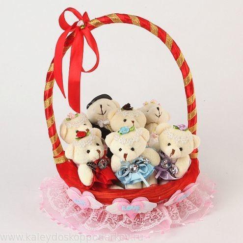 Букет из игрушек Медвежата в корзине