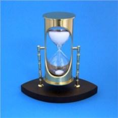 Песочные часы с белым песком