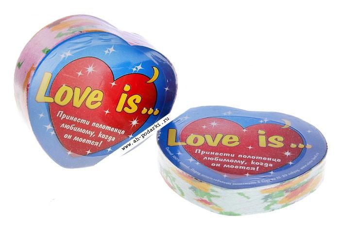 Полотенце-сердце Love is...