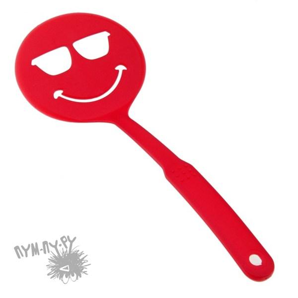 Красная лопатка с прорезями Смайл крутой
