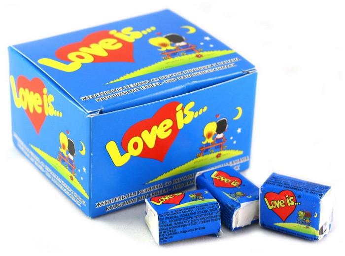 Жевательная резинка Love is... клубника и банан (20шт)