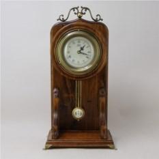 Настольные часы из дерева с маятником