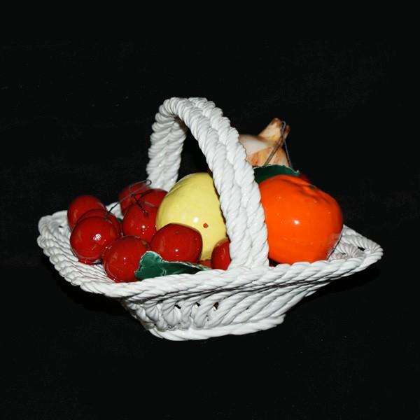 Корзина квадратная с фруктами и вишнями