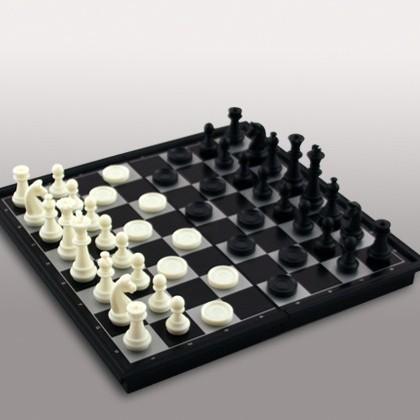 Набор  игр на магнитной доске (шахматы, шашки)