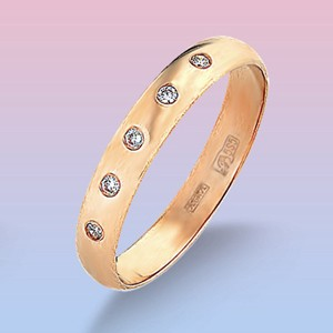 Обручальное кольцо из красного золота с 5 фианит.