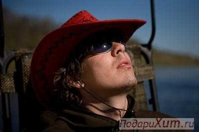 Шляпа ковбойская, красная с орнаментом