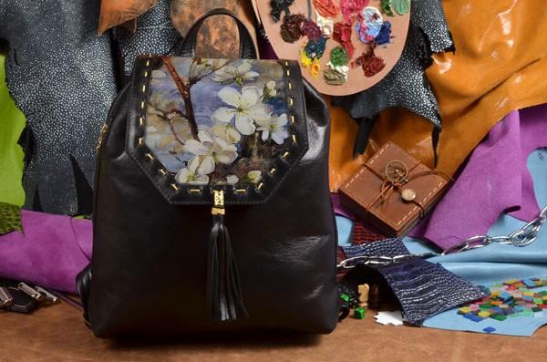 Женский черный кожаный рюкзак Весна на ветках