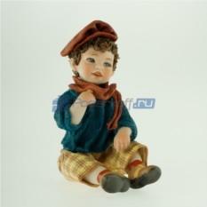 Фарфоровая статуэтка Мальчик в берете