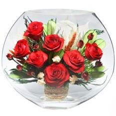 Цветы в стекле. Композиция из красных роз