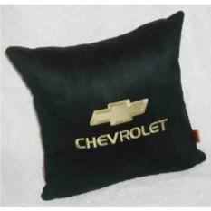 Черная с золотой вышивкой подушка Chevrolet