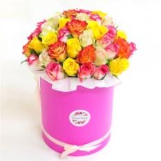 Букет из 51 разноцветной розы в шляпной коробке