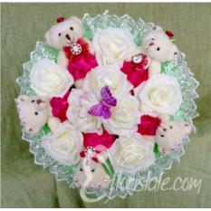 Букет с медвежатами и белыми розами