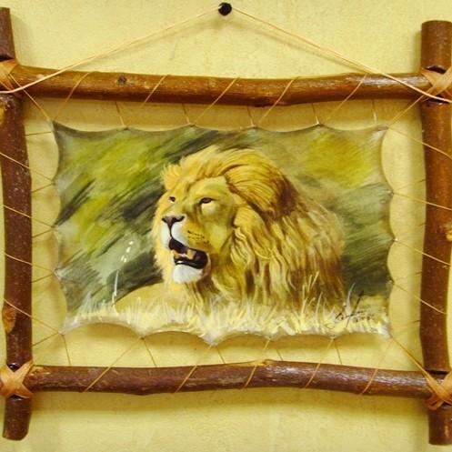 Авторская картина на коже Лев на отдыхе