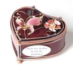 Шкатулка с гравировкой в форме сердца Любовь