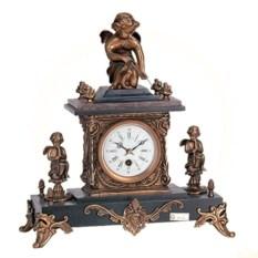 Настольные часы в старинном стиле с фигурками амурчиков