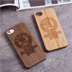 Деревянный чехол для iPhone Шкода с гравировкой