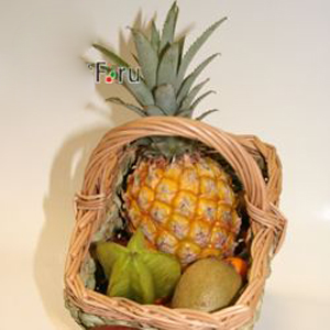 Подарочная корзина с фруктами. Тропики