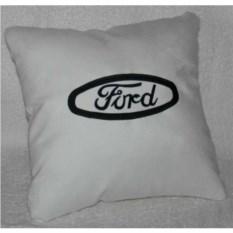 Белая подушка Ford с черной вышивкой