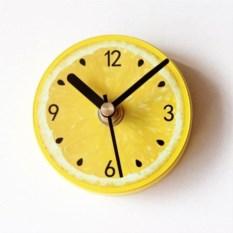 Магнитные часы на холодильник Лимон