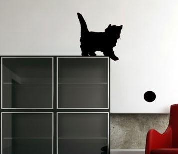 Виниловая наклейка Игривый котенок