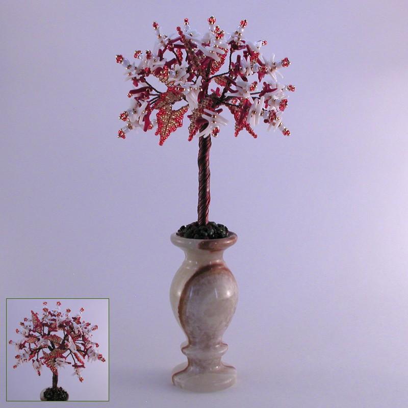Дерево счастья из белого коралла в вазочке из оникса