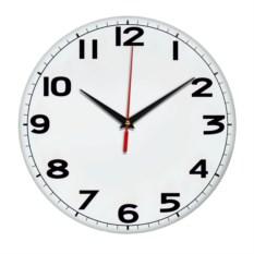 Настенные часы с черными арабскими цифрами