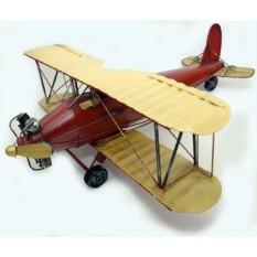 Модель красного  самолета
