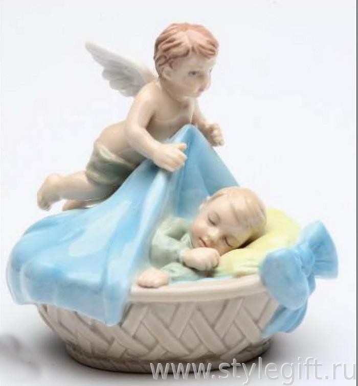 Фарфоровая фигурка Ангел-хранитель для мальчика