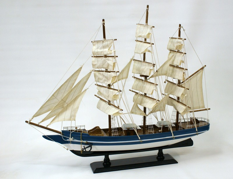 Модель парусника Бригантина