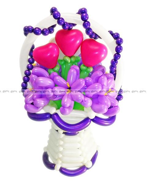 Корзиночка из шаров с сиренью для влюбленных