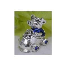 Статуэтка из серебра «Поросенок стритрейсер»