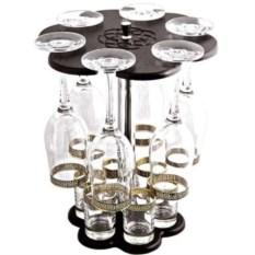 Мини-бар с бокалами для вина и рюмками