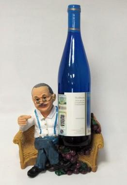 Подставка для вина «Дедушка с бутылкой на диване»