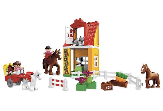 Конструктор Лего «Конюшня»