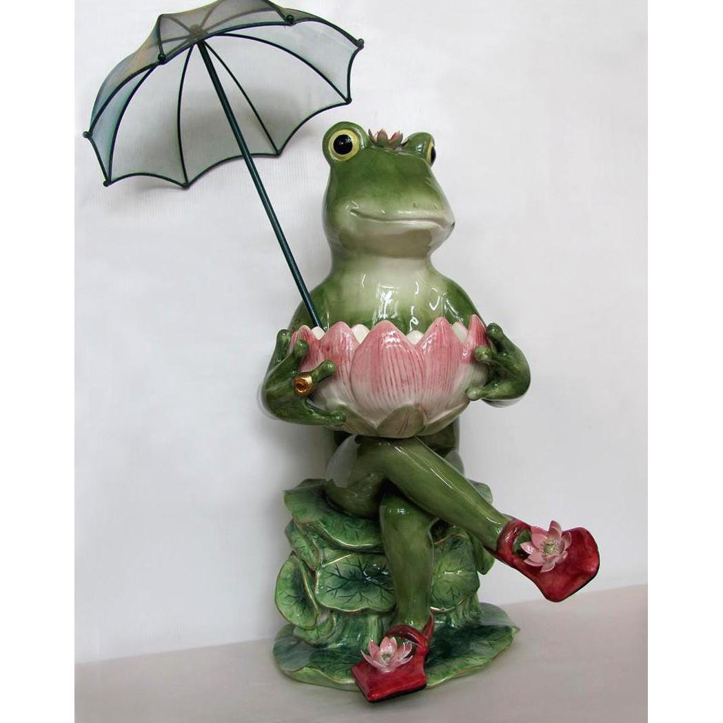 Статуэтка «Фрогалина с зонтиком»