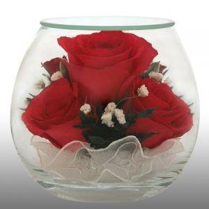 Цветы в стекле. Композиция из натуральных роз