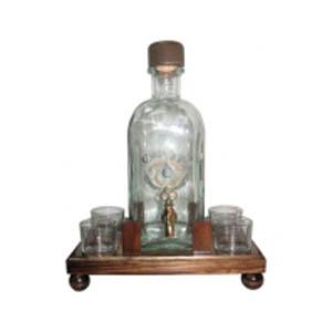 Квадратная бутылка с 4 рюмками на подставке