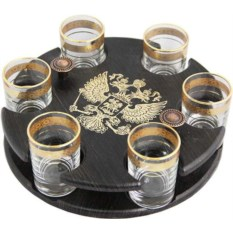 Мини-бар с золотистыми кольцами на рюмках Герб