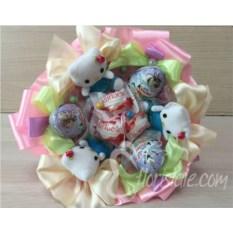 Букет с киндерами и кошечками Hello Kitty
