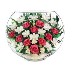 Цветочная композиция в стекле из орхидей и роз