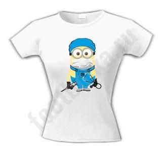 Женская футболка Миньон-врач
