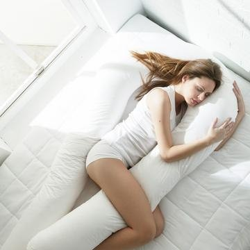 Подушка для комфортного сна Обнимашка