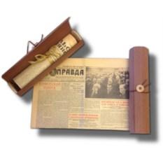 Старая газета в подарочном тубусе из шпона