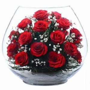 Цветы в стекле. Композиция из роз
