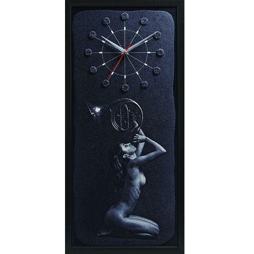 Настенные часы из песка Девушка