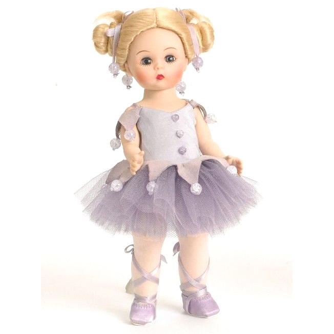 Малышка балерина в сиреневом