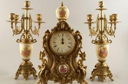 Часы с двумя подсвечниками (белые)